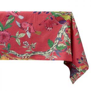 Flot mønstret dug fra Bahne Interior med blomster i en masse skønne farver. Dugen er fremstillet af økologisk bomuld og måler 150x270 cm.Se mere fra Bahne Interior lige her.