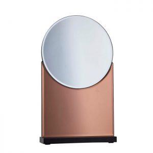 Fint bordspejl fra Bahne Interior. Brug spejlet på badeværelset og skab en varm atmosfære med den rosa nuance.Spejlet er fremstillet i glas og MDF.