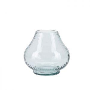Vase i glas fra Bahne Interior i en flot grønlig nuance. Glasvasen har fine detaljer og en anderledes kurvet form