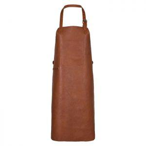 Skønt forklæde fremstillet i cognacfarvet læder. Forklædet har lomme på front og rustikke detaljer med justerbar rem i taljen og i nakken