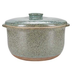 Ovnfast fad i keramik fra Bahne Interior. Det har fine og særlige detaljer