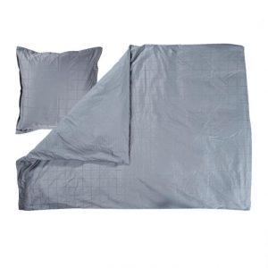Skønt sengesæt som vil pynte i soveværelset. Sengesættet er fremstillet i blødt økologisk bomuldssatin