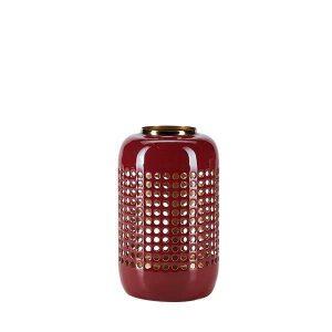 Lanternen er i en flot rød farve og har guld inderside
